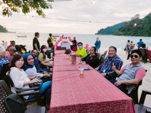 pangkor dinning on the beach